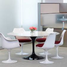 the saarinen tulip dining table from knoll