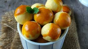 Bagi anda yang sedang mencari resep membuat nastar, berikut resep dan cara membuat nastar dengan berisikan selai nanas. Resep Kue Nastar Khas Lebaran Lembut Dan Lumer Di Mulut