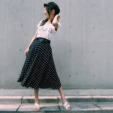 流行りのドット柄夏服ファッションコーデワンピースブラウス