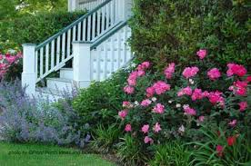 Landscaping Design Ideas For Front Of House Front House Landscaping Where The Flowers Complement The Porch Colors