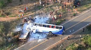 Resultado de imagem para O quebra/quebra e incêndios de ônibus, automóveis e até de postos de gasolina ocorridos no Ceará