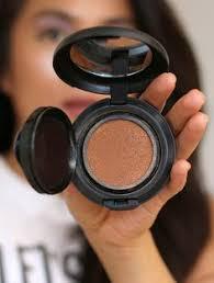 3 besten makeup setting sprays um ihr gesicht aus dem schmelzen in der hitze zu stoppen