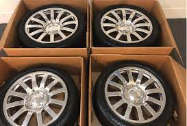 While everyone else was drooling over the bugatti veyron super sports's jaw dropping 267 mph (431 km/h) performance on the bbc's top gear programme last night, tyres & accessories was observing the tyre geek. 100 000 Set Of Bugatti Veyron Wheels And Tires Pops Up On Ebay