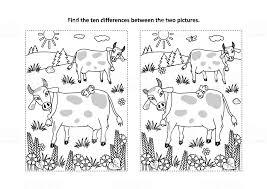 Vind De Verschillen Visuele Puzzel En Kleurplaat Met Koeien Op Een