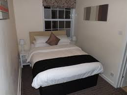 Small Bedroom Double Bed The Crown And Cushion Eton Berkshire Rooms