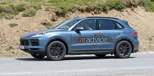 2018 porsche cayenne interior. plain 2018 earlier spy images of the new cayenneu0027s interior show that version  will borrow much its design from latest panamera including 123inch  throughout 2018 porsche cayenne