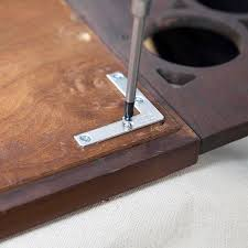 using angle brackets to reinforce a mirror frame