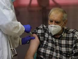Cambia el calendario de vacunación: ¿quiénes serán los próximos en vacunarse  contra el coronavirus?