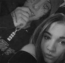 Lil Xan & Annie Smith's PDA Photo: Rapper & His GF Shre New Pic – Hollywood  Life