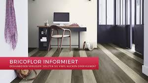 Selbst bei einem ungenutzten dachboden sollten sie sich lieber für die belastbare dämmung entscheiden, denn sonst fällt der dachboden auch als lageraum aus. Designboden Verlegen Sollten Sie Vinyl Klicken Oder Kleben Bricoflor Blog