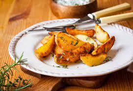 Có nên cho trẻ ăn khoai tây chiên thay cho món ăn chính không?