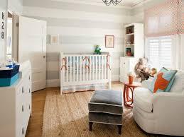 Baby Jungen Kinderzimmer Mit Weiß Möbel Und Streifen Wand
