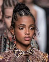 Coiffure Africaine Coiffure Afro Chignon Et Tresses Coll Es
