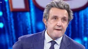 Flavio Insinna non trattiene le lacrime: commozione a Il Pranzo è Servito