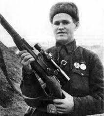 Герои Великой Отечественной Войны Снайпер Василий Григорьевич Зайцев который родился в 1915 году в деревне Елино только в период Сталинградской битвы между 10 ноября и 17 декабря 1942 года