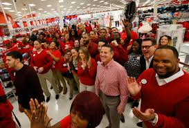 how much do retailers actually pay hourly workers