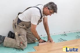 Hier erläutern wir ihnen den typischen fußbodenaufbau im detail und informieren sie über mögliche kosten für einen künftigen bodenaufbau nach wunsch. Parkett Laminat Oder Vinyl Fur Ihren Boden Verlegt Lutz