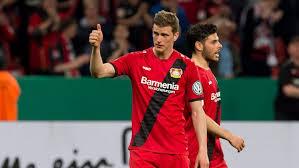 Joukkue pelaa saksan 1.bundesliigassa, ja sitä pidetään yleisesti maan parhaimpiin kuuluvana, vaikkakaan se ei ole kyennyt voittamaan muita merkittäviä titteleitä kuin uefa cupin vuonna 1988 ja saksan cupin vuonna 1993. Bayer Leverkusen Sign New Sleeve Sponsor Soccerex