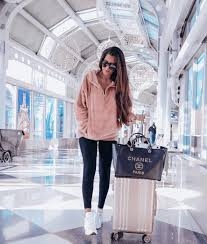 Cute winter women airport outfits ideas Celebrity Comfortable Airport Outfits Fashion Wanderer Comfortable Airport Outfits For Winter Travel Fashion Wanderer