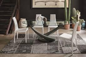 Tavolo ovale in alluminio con piano in vetro per salotti idfdesign