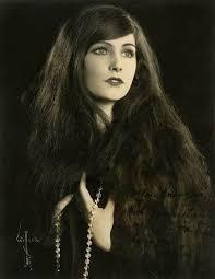 Melva Frances Cornell, 1929 | Vintage portraits, Vintage ...
