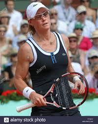 Australierin Samantha Stosur reagiert nach einem Schuss während ihrer French  Open Frauen Finale gegen Italienische Francesca Schiavone in Roland Garros  in Paris am 5. Juni 2010. Schiavone besiegt Stosur 6-4, 7-6 (2)