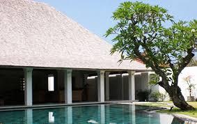 Hasil gambar untuk pohon kamboja bali