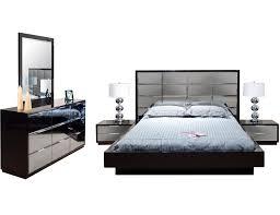 Mirrored bedroom set furniture – Bedroom at Real Estate