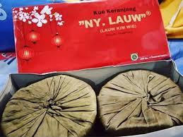 Kue keranjang nyonya lauw yang terbuat dari tepung beras ketan dan gula ini bisa disimpan lama, bahkan dengan dijemur bisa menjadi keras seperti batu dan awet. Kue Keranjang Kue Cina Merk Ny Lauw Shopee Indonesia