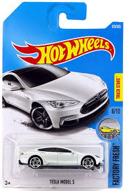 Please tag folks and share with people interested in electric vehicles! Amazon Com Hot Wheels 2017 Factory Fresh Tesla Model S 175 365 White Toys Games