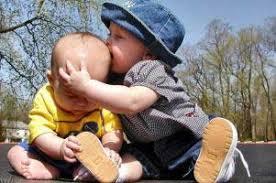 چرا خواهر و برادرها با هم دعوا می کنند؟