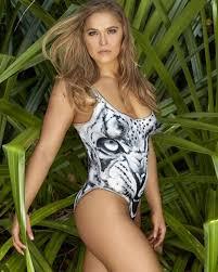 Recent sportswoman anchor posing nude
