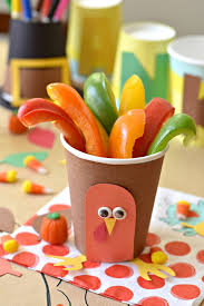 thanksgiving table ideas. Turkey Cups: Learn How To Spice Up The Holiday Table For Your Children With These Thanksgiving Ideas
