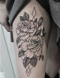 фото тату роз в стиле геометрия на бедре девушки фото рисунки эскизы