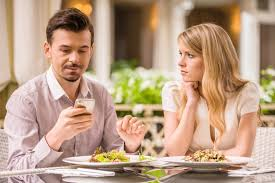 couple date phone Android Authority