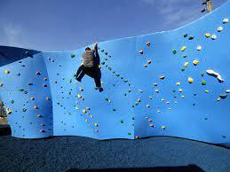 climbing wall opens in brooklyn bridge park