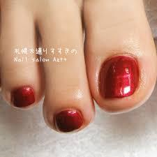 シンプルセクシーに真っ赤なペディキュア Nail Salon Azt