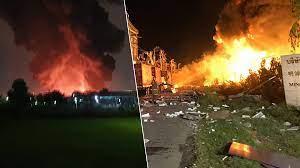 เสียงระเบิดดังสนั่น! โรงงานกิ่งแก้วไฟไหม้ กลางดึก ยังคุมเพลิงไม่ได้ - ข่าวสด
