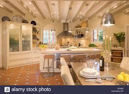 Große Offene Küche Esszimmer Mit Glas Fronted Schrank