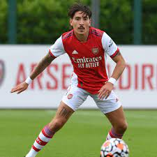 Arsenal fans react to Hector Bellerin ...