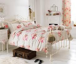 Die shabby chic farben sind kreideweiß, pastellrosa und hellblau. Shabby Chic Schlafzimmer Wollen Sie Mehr Romantik Und Gemutlichkeit