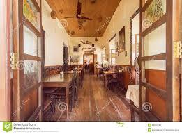 Offenes Fenster Zum Gemütlichen Esszimmer Des Im Altem Stil
