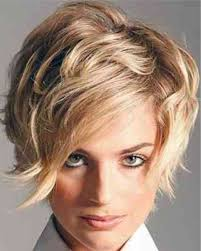 2018 Blond Halflang Warrig Wild Winter Kapsels En Trends