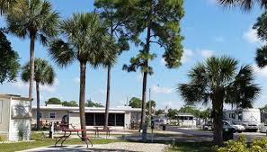 amenities for motorhomes are available at rv parks near naples florida according to