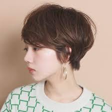 セクシーな女性のショートヘア10選色気のある大人っぽい耳かけボブは