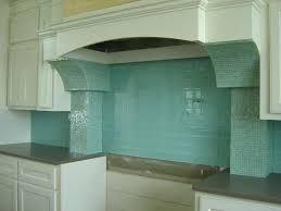 quartz countertops with backsplash quartz light blue glass tile granite tile should be fun with sprucing up your kitchen kitchen picture glass es quartz