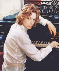 「tazzio venice piano pinterest」の画像検索結果