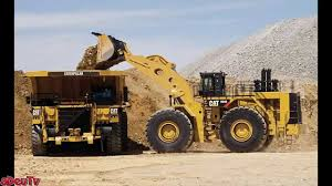 Loading Big The Worlds Biggest Front End Wheel Loaders Youtube