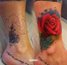 фото татуировки роза в стиле цветная татуировки на ноге