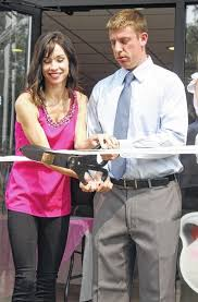 Pip & Hud's officially cuts ribbon on grand opening - The Point ...